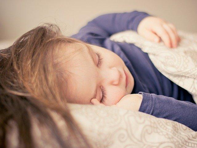 Quand la pandémie perturbe le sommeil des enfants : s'endormir plus facilement avec la sophrologie