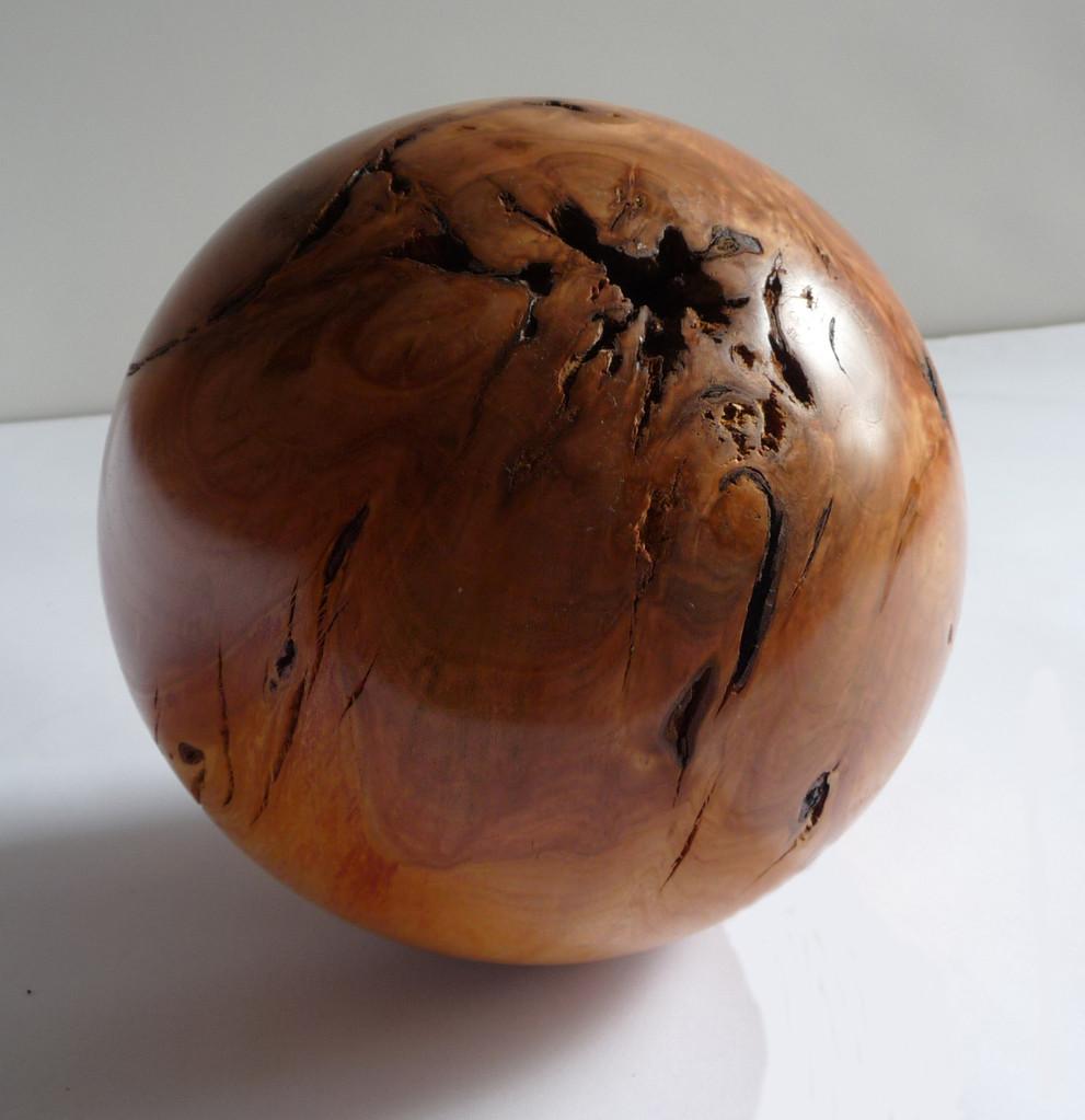 Kugel aus Kirschbaum, Ø 23 cm   von Johann Wuchenauer