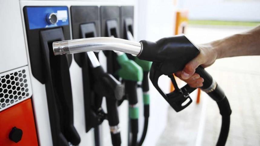 El precio del combustible ha bajado en lo que va de mes un 5 por ciento