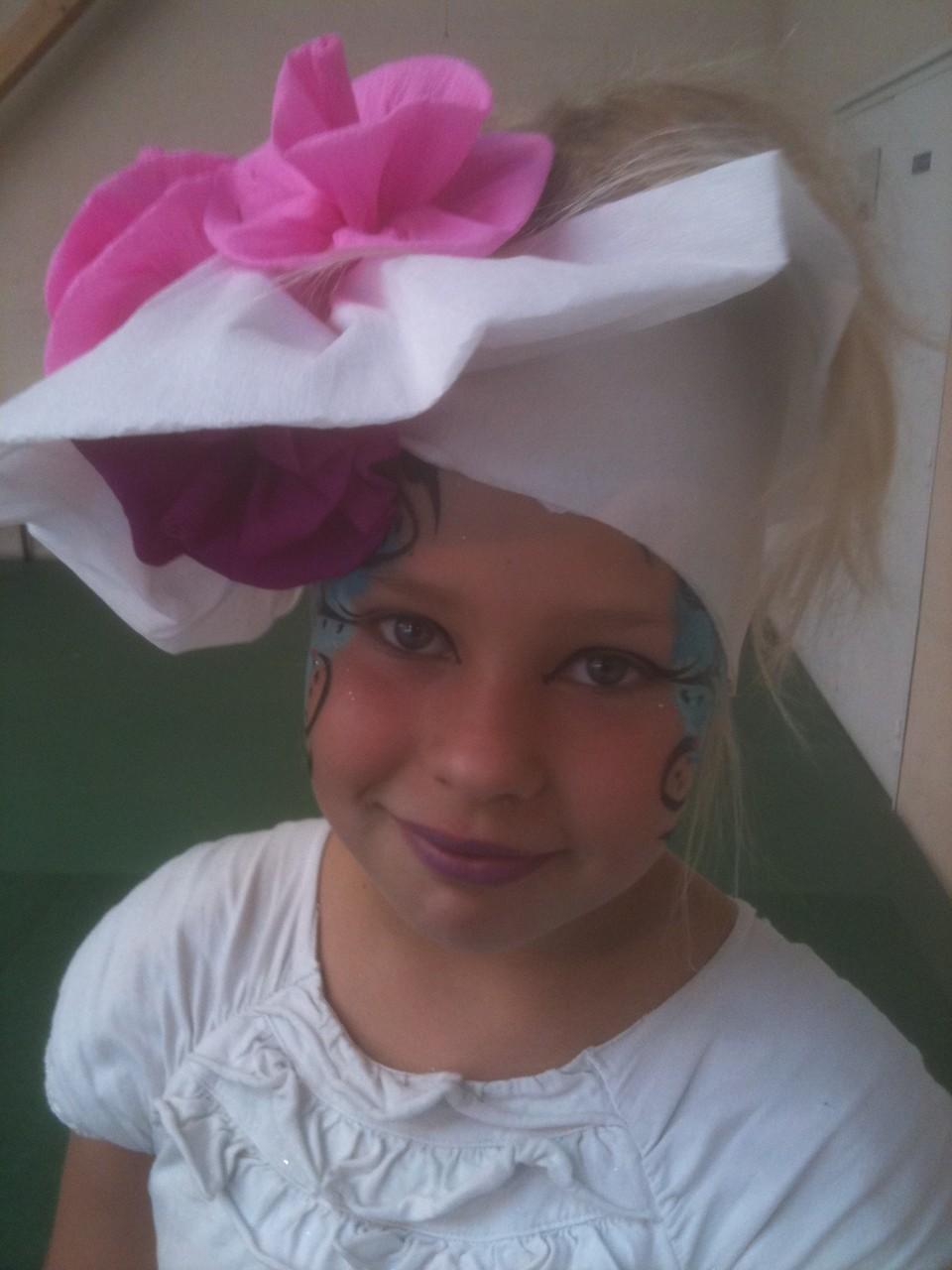maquillage enfant sculpture sur ballons chapeaux en papier cr pon site de valouandco. Black Bedroom Furniture Sets. Home Design Ideas
