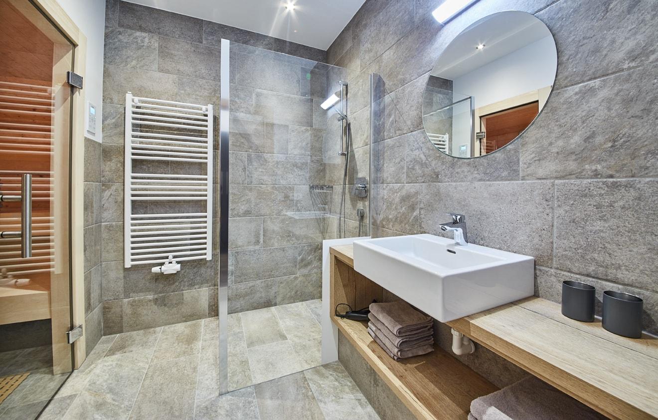 Arnika Badezimmer mit Sauna