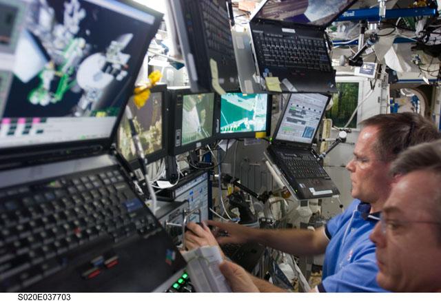 Die ISS Laptops laufen jetzt alle auf Linux nachdem 2008 eine Windows Malware eingeschleppt wurde.
