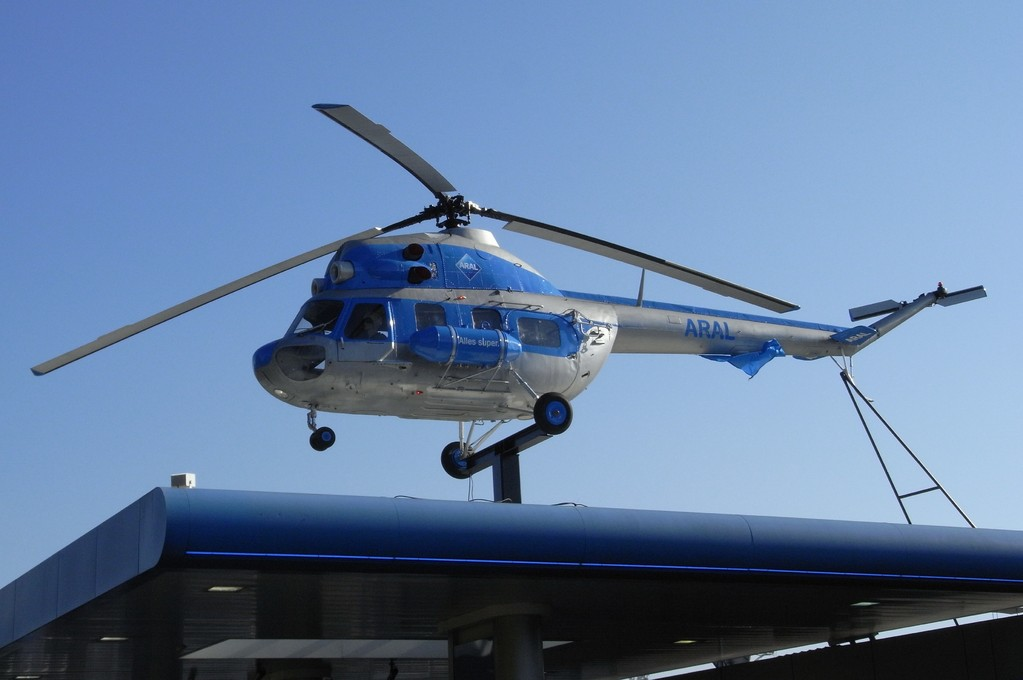 Araltankstelle mit integriertem Flugmuseum