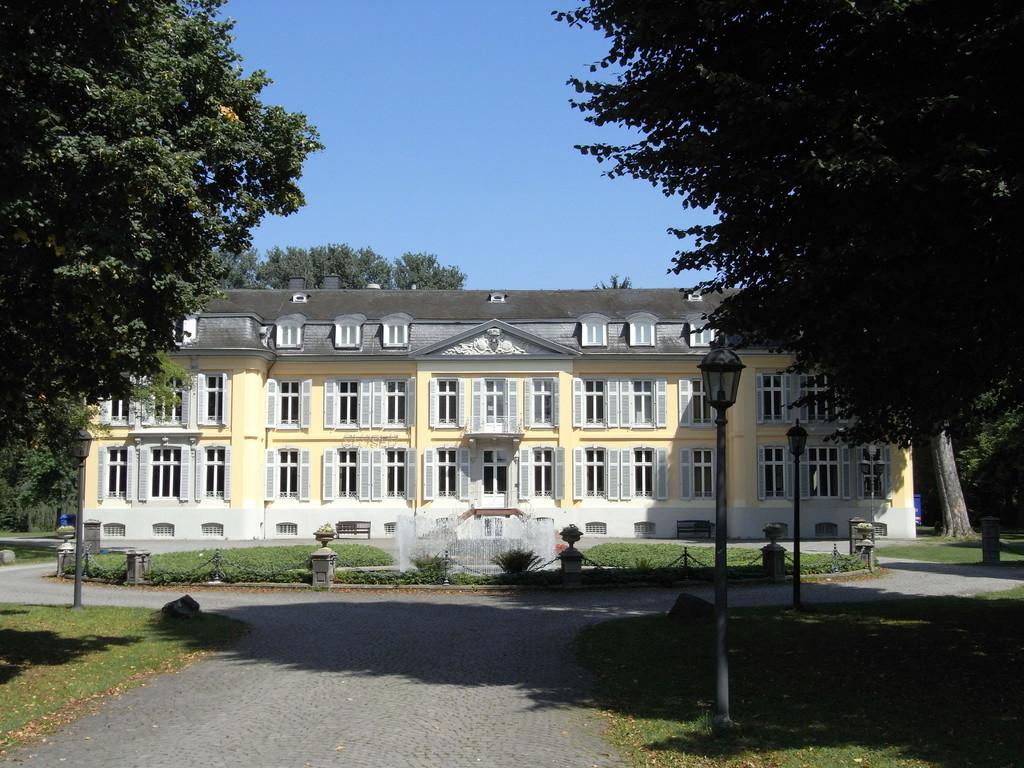 Schloss Morsbroich in Leverkusen-Alkenrath im Sommer