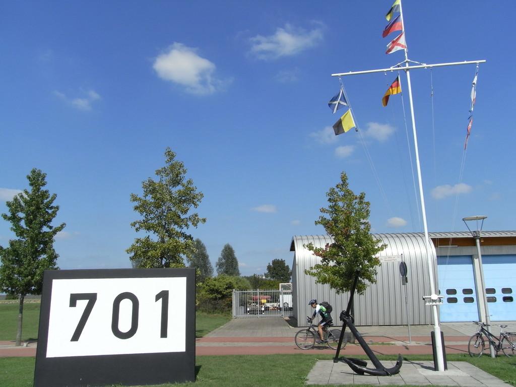 701 Rheinkilometer bis zur Quelle beim Rheinfall in Schaffhausen