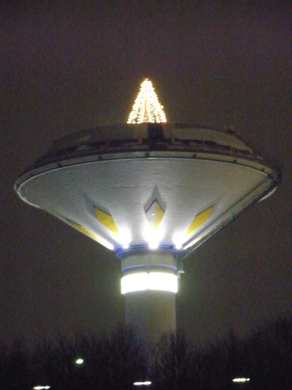 Wasserturm mit Weihnachtsbaum in Leverkusen-Bürrig