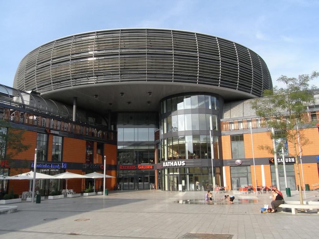 Das Rathaus wird wegen seiner Form im Volksmund auch Ufo genannt