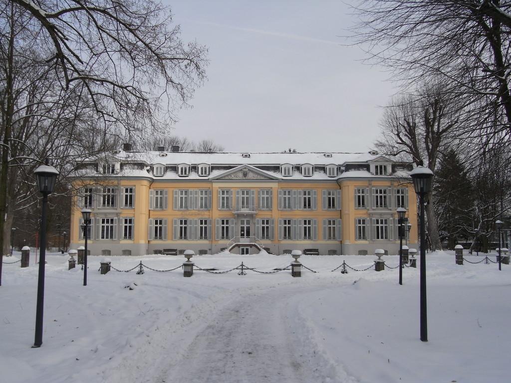 Schloss Morsbroich, gesprochen ohne ´i´ mit langem ´o´