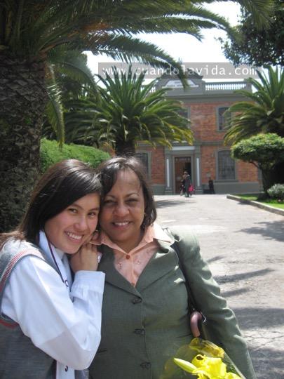 Paula Martínez. Gracias por tu paciencia en mi adolescencia y por tu sincero cariño. 2007