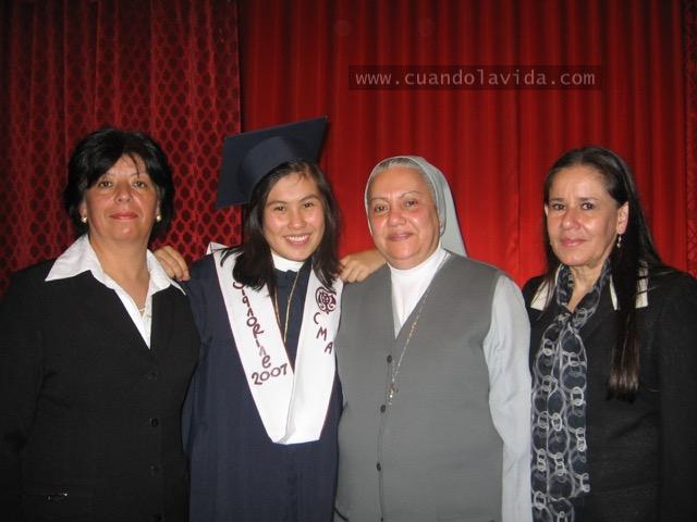 Sor Betty y Ceci. Gracias por el inmenso cariño y por la paciencia. Gracias por ayudarme a ser mejor. 2007