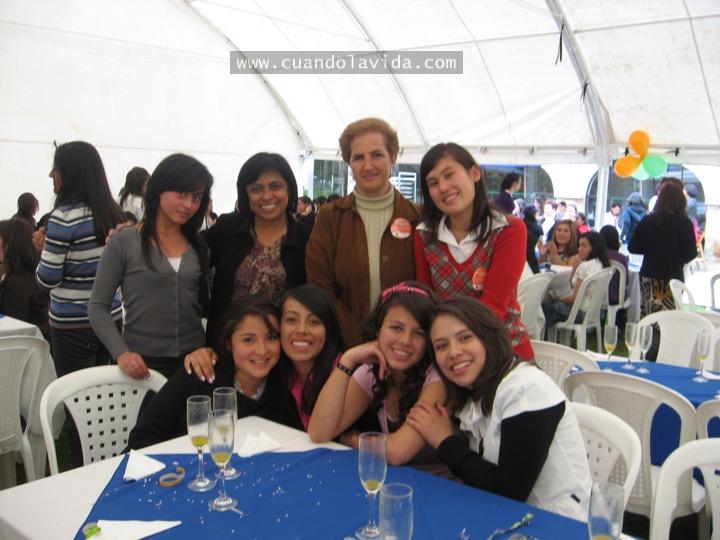 """Bertha Franco y Ludmila. Gracias por ayudarme a """"sentar cabeza"""" y a ver la vida más sencilla. 2009"""