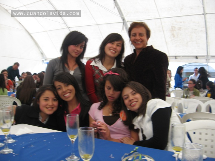 Diana González. Gracias por enseñarme a confiar y por tanto cariño. 2009