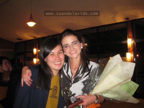 """María Camila Ospina. Gracias por confiar en mi voz y por la paciencia. Nunca olvidaré tus palabras """"eres mi orgullo"""". 2009"""