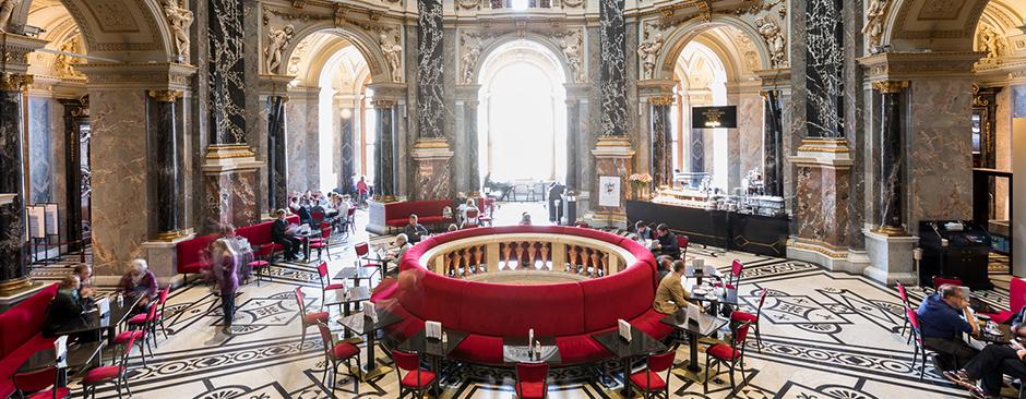 カフェのために訪れる価値があると言われるウィーン美術史美術館内のカフェ