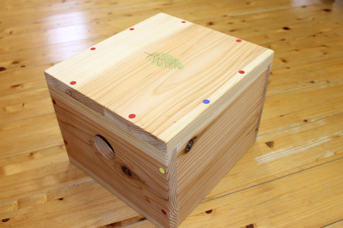 B-⑬スギの箱いす