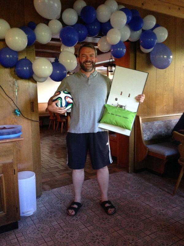 Markus wird Sonntagmorgen mit einem Geburtstagsständchen überrascht