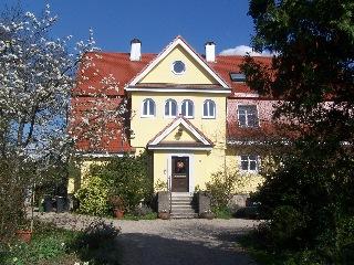 Fassade im Grün, Natürliche Hausgestaltung, Fassaden gestallutng, Keim Farben, Sto Fassade, Fassade streichen, Schutz vor Verwitterung
