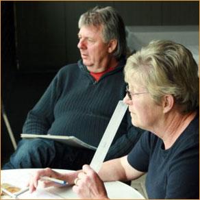 Aufmerksames Beobachten von Georg Bischler und Heidi Oppliger