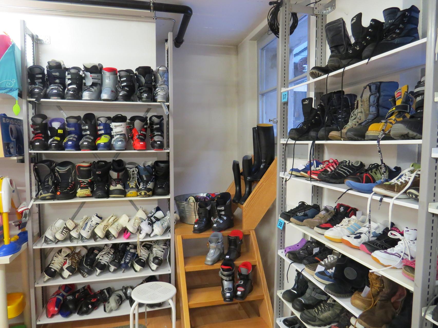 Secondhand: Schuhe und Sportartikel saisonal
