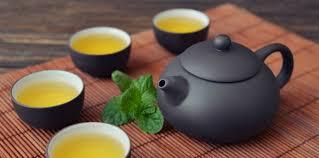 Chinese thee geserveerd in kleine kopjes