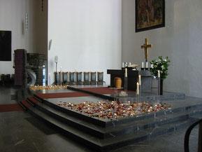 Sargbestattung - Urnen-Friedhof-Bestattung - Altar - abdBestattzungsHilfe-Hamburg.de