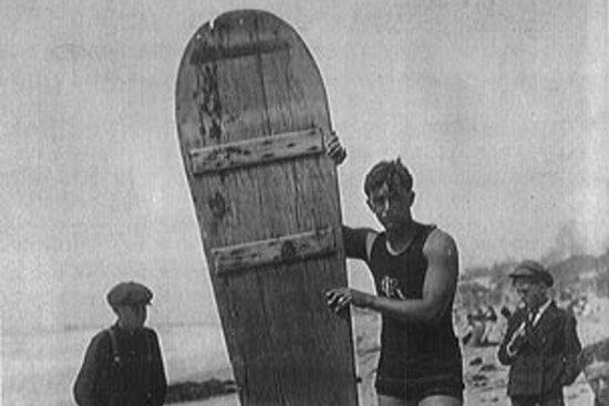 Jack London am Strand von Waikiki (1907)