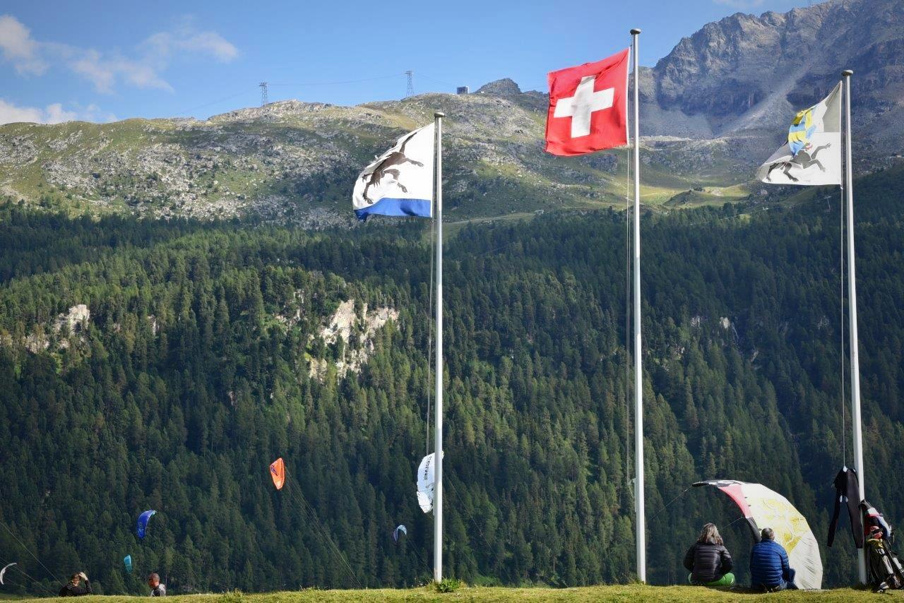 Die Kiteschule am Silvaplanersee, inmitten von Bergen