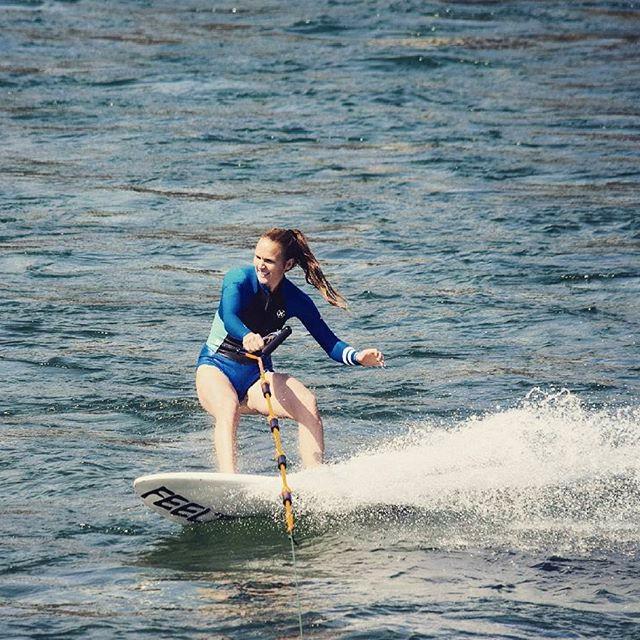 Wakeboardstart vollführen, um aufzustehen und surfen....