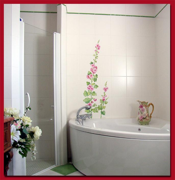 """Salle de bain. """"Roses trémières"""""""