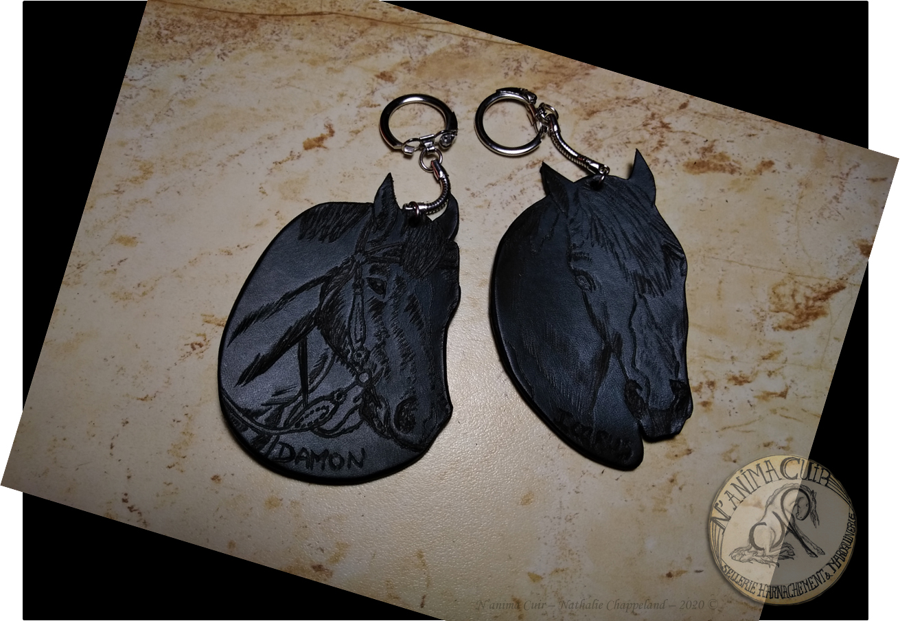 porte-clés personnalisés, portraits équins sur cuir pyrogravé, d'après visuels numériques, N'anima Cuir 2020 ©.