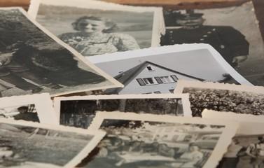 Alte Fotos verändern sich durch Feuchtigkeit.
