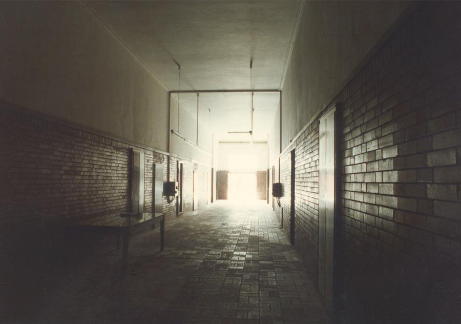 Blick in Richtung Ausgang der Waschkaue - 1994, Photo: Rhida Zouari