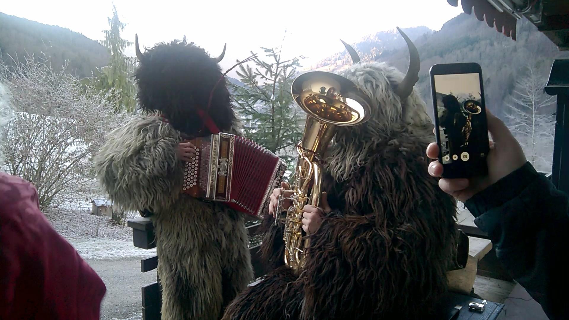 ....und einmal hatte er sogar die musikalischen Kramperl dabei ;-)....schee war's