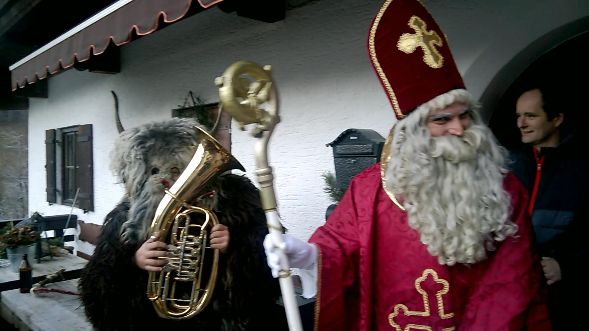 Jedes Jahr am 5. Dezember kommt der Nikolaus mit seinen Kramperl zu uns......