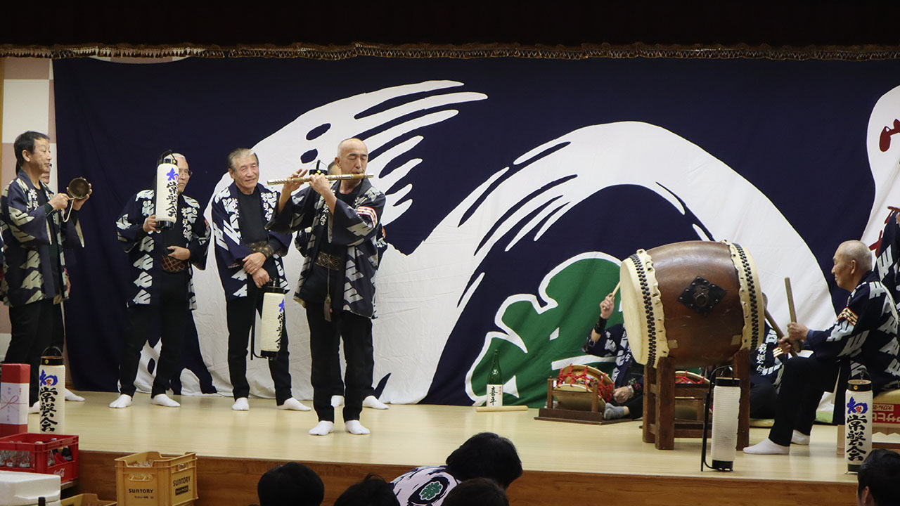 余興・総本部(初代会長の形見の笛による雨垂れの演奏)