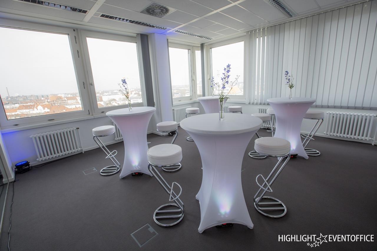 """<h1>Zu wenig Tische?</h1> Sie benötigen Mietmöbel für Ihr Event? Wir beraten Sie gerne!<a href=""""https://www.highlight-eventoffice.eu/vermietungsshop/mobiliar/""""><b>weitere Infos</b></a>"""