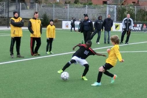 TuS E1-Jugend im Heimspiel gegen TuRa 86. - (Foto: s.v.g.).
