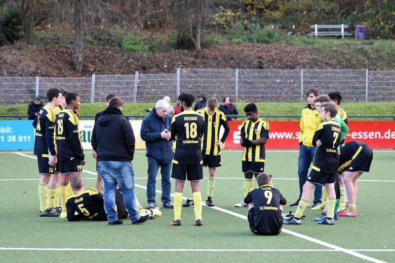 TuS A-Jugend im Spiel gegen den FC Kray. - Fotos (15-19): ings.
