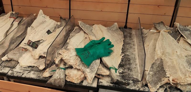 Der mit Salz haltbar gemachte und getrockneter Bacalhau. Portugals Fischer fangen Kabeljau seit je vor Neufundland (!) und bringen ihn eingesalzen nach Hause.