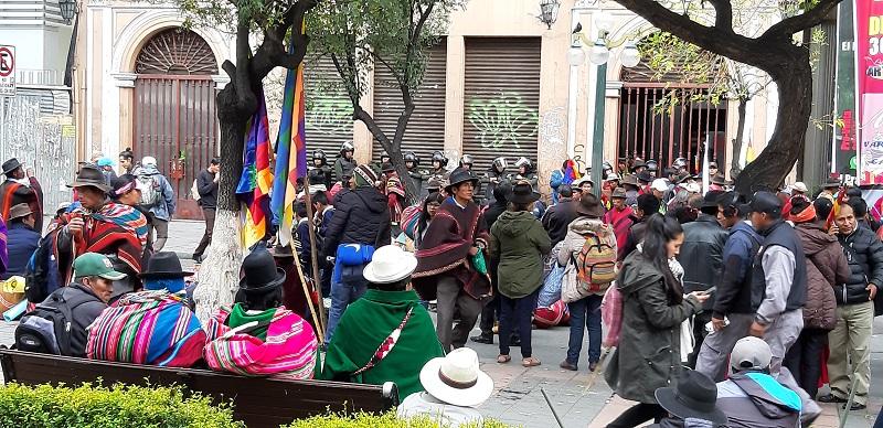 Bolivianos und die Polizei rüsten sich für eine weitere Demo