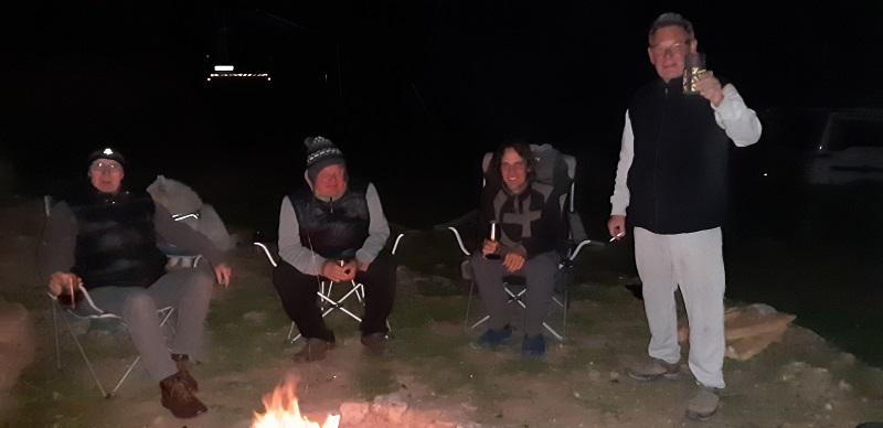Am wärmenden Lagerfeuer mit Glühwein :o))