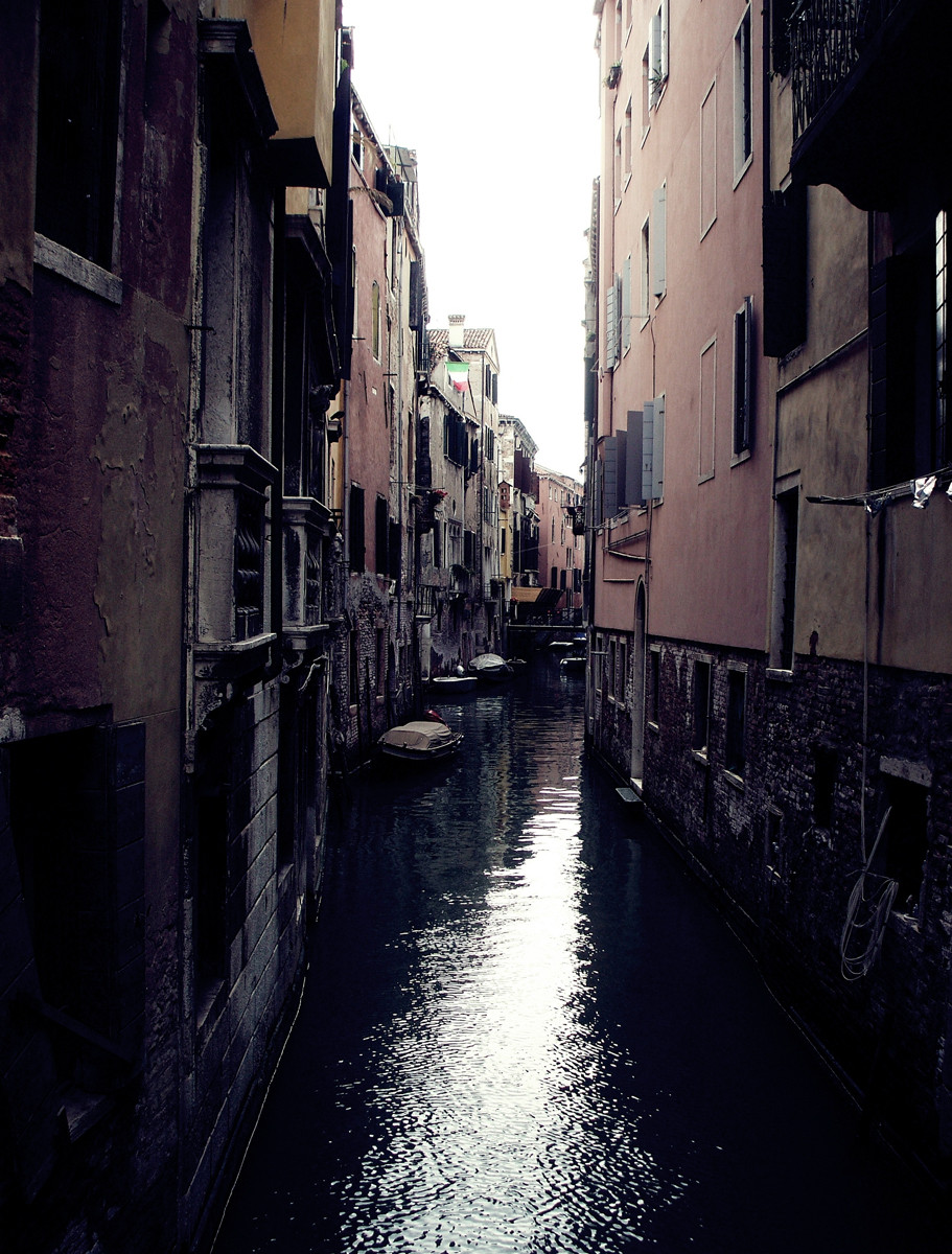 Inkalude - Italy - Dark corners of Venice