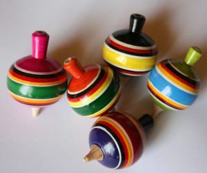 juguete hecho a mano de madera mexico pirindola  invertirenfamilia.com