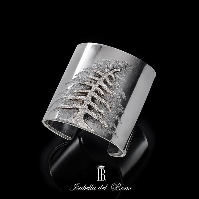 7/16 Bracciale rigido con Cedro del Libano a cesello in oro e diamanti Iron cuff with Libanon Cedder  chiseled in white gold with diamonds.