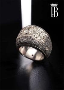 25 Pave di brillanti per questo anello in ferro,montato in oro bianco / iron galuchat ring with diamonds pave and white gold