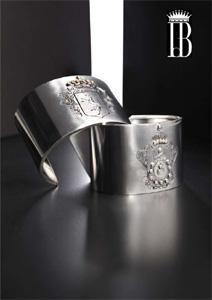 13/16  Bracciali rigidi con incisione di stemma , su ordinazione. Iron crests cuffs. With or without dimonds. Only on order.