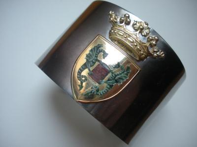 14/16 Bracciali rigidi con placca oro dipinta in miniatura smalto a caldo. Solo su ordinazione. Iron coat of arms cuff , gold and miniature . Only on order.
