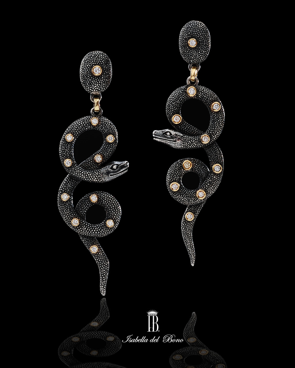 3/12 serpenti cesellati  in argento galuchat con brillanti montati in oro  Snakes silver burnished galuchat and diamonds.