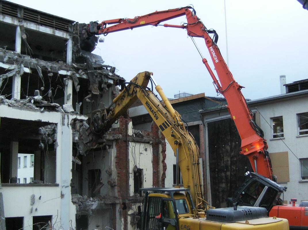 Gebäudeabbruch mit Longfront