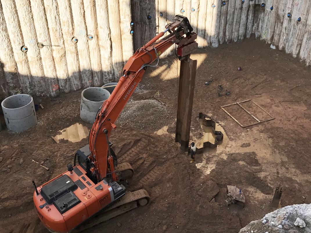 Spundarbeiten innerhalb der Baugrube, Tiefe 15 m